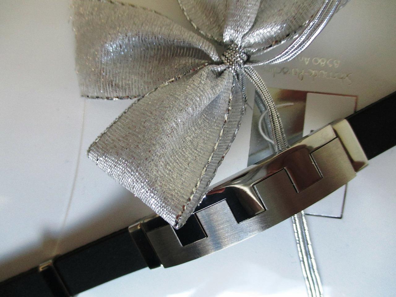 Jak zapakować biżuterię na prezent