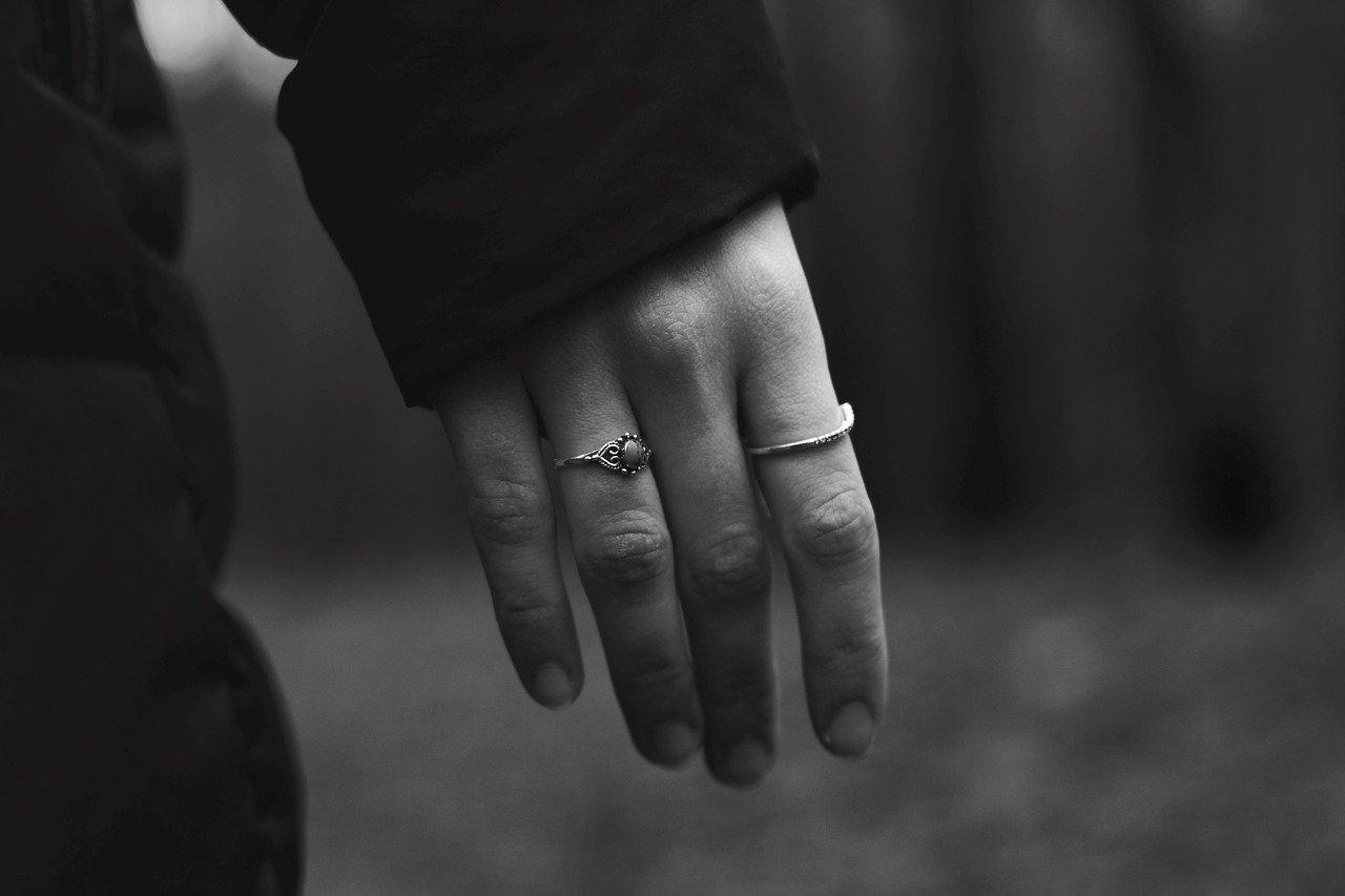 Symbolika pierścionków na palcach