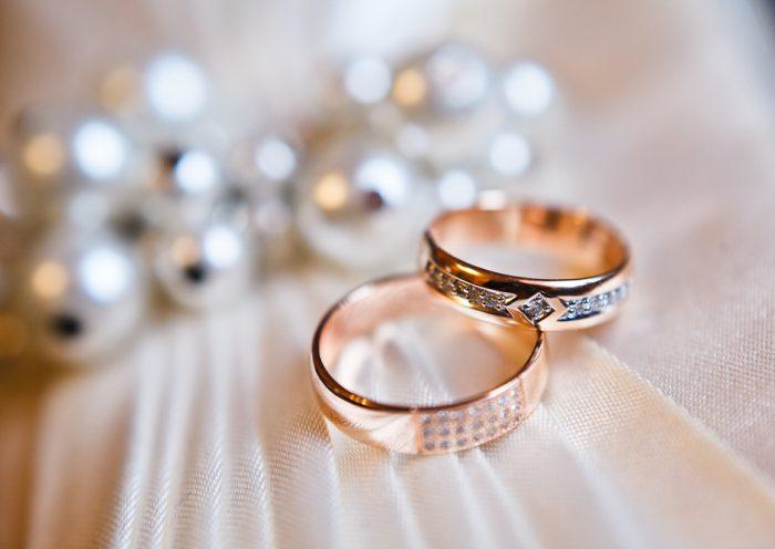 Bizuteria ślubna - jaką stosować?
